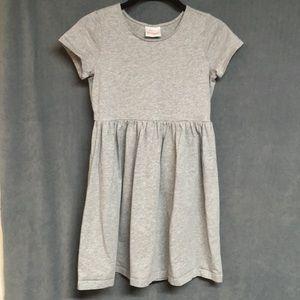 Hanna Andersson 3 pcs/lot  dress & 2 pr shorts 140